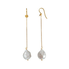 Stine A - DANGLING WHITE PEARL WITH LONG CHAIN EARRING 1PC | FORGYLDT